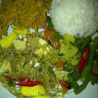 Photo taken at Karapitan Fried Chicken (Warung Ijo) by Lusiana S. on 2/8/2013