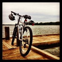 Foto tirada no(a) White Rock Lake Bike & Hiking Trail por John N. em 10/7/2012