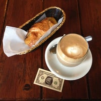 11/27/2012 tarihinde Dmitry K.ziyaretçi tarafından Croissanteria'de çekilen fotoğraf