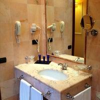Foto scattata a Hotel Ambasciatori Palace da Lauren ♔. il 2/21/2013