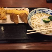 Photo taken at 丸亀製麺 北谷店 by キリト (. on 9/28/2017