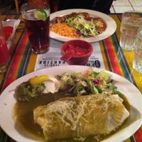 Foto tomada en Fridas Mexican Grill por Michael G. el 11/4/2012