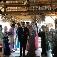Photo taken at Restoran Istana Bambu by Nana A. on 9/23/2017