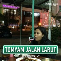 Photo taken at Tomyam Jalan Larut by Mohd Tahir S. on 7/20/2013
