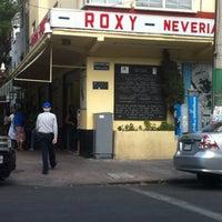 Photo prise au Nevería Roxy par Giselle G. le2/17/2013