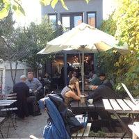 10/16/2014 tarihinde Matthew B.ziyaretçi tarafından Café Pamenar'de çekilen fotoğraf