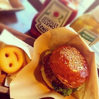 Photo taken at HOLLYWOOD BURGER by gen on 11/4/2012