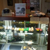 Photo taken at Adorable chocolat by Cecilia O. on 8/21/2014