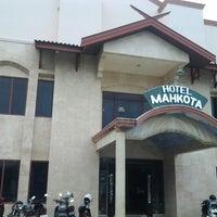 Photo taken at Hotel Mahkota PangkalanBun by Ricko K. on 9/18/2012