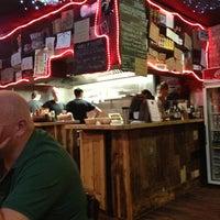 8/11/2013 tarihinde Joe P.ziyaretçi tarafından Tommi's Burger Joint'de çekilen fotoğraf