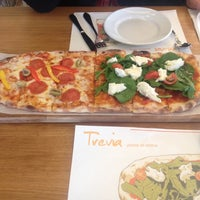 Photo taken at Trevia Pizza di Roma by Breeze on 12/27/2012