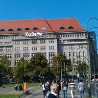 Foto tirada no(a) Kaufhaus des Westens (KaDeWe) por Wolfgang R. em 9/17/2012