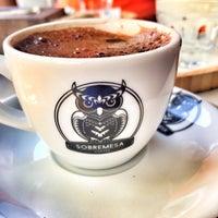 Photo prise au Sobremesa Coffee par Esin K. le8/11/2017