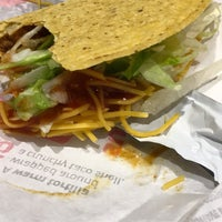 Photo taken at Taco Bell by Yaricel G. on 10/11/2016