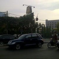 Photo taken at Ayam Goreng Ny. Suharti by Rhomi H. on 10/14/2012