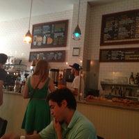 7/20/2013 tarihinde Daouna J.ziyaretçi tarafından Croissanteria'de çekilen fotoğraf