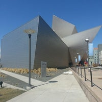Foto tirada no(a) Denver Art Museum por Christopher W. em 3/27/2013