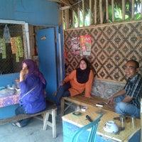 Photo taken at Warung Nasi Ibu IIS by machful a. on 9/25/2012