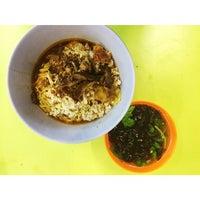 Photo taken at Ah Kow Mushroom Minced Pork Mee by Krisandro M. on 8/16/2014