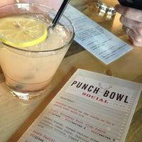 3/2/2013 tarihinde Aprilziyaretçi tarafından Punch Bowl Social'de çekilen fotoğraf