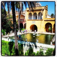 Photo taken at Jardines de los Reales Alcázares by Quanti on 8/18/2013