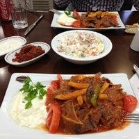 3/9/2013 tarihinde Ugur B.ziyaretçi tarafından Taşhan Et & Restaurant'de çekilen fotoğraf