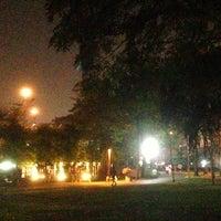 Das Foto wurde bei Chaaloem Phrakiat Park von Kriangkrai S. am 1/3/2014 aufgenommen