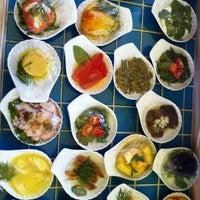 Foto tirada no(a) Trilye Restaurant por Aykut O. em 10/9/2012