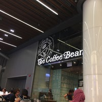 Photo taken at The Coffee Bean & Tea Leaf by Abdullah A. on 10/23/2016