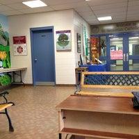 Photo prise au St Sebastian Catholic School par Laurinda S. le6/13/2013