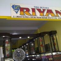 Photo taken at RIYAN (toko emas&mutiara) by Prathama W. on 10/16/2012