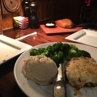 Photo taken at LongHorn Steakhouse by Alhosnai A. on 1/23/2017