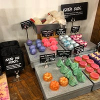 Снимок сделан в Lush Fresh Handmade Cosmetics & Spa пользователем Chris W. 8/12/2018