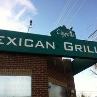 Photo taken at Chipotle Mexican Grill by ɐlᴉʇʇu∀ ſ. on 1/20/2013