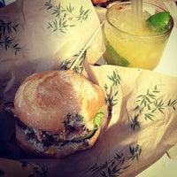 6/2/2013にΔがMakamaka Beach Burger Caféで撮った写真