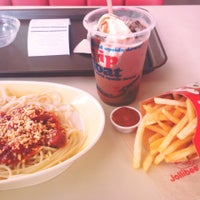 Photo taken at Jollibee by Syki on 7/23/2013
