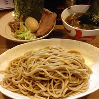 Photo taken at らーめんマル汁屋 by 祐一 清. on 10/14/2013