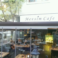 Photo taken at Mevsim Cafe by İskender T. on 10/8/2016