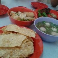 Photo taken at Maluri Yong Tofu by Waterfish N. on 5/15/2014