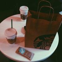 Снимок сделан в Starbucks пользователем Sofi I. 10/20/2014