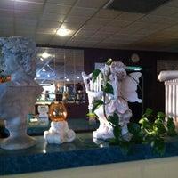 Photo taken at Apollo Greek Restaurant by Freeflight A. on 4/30/2015