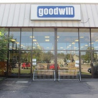 photos at goodwill store donation center thrift vintage store. Black Bedroom Furniture Sets. Home Design Ideas