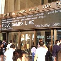 Das Foto wurde bei Jones Hall von Christine L. am 7/6/2013 aufgenommen