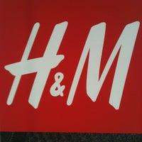 Foto tomada en H&M por Alex M. el 3/12/2013