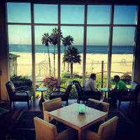 รูปภาพถ่ายที่ Loews Santa Monica โดย Ryan B. เมื่อ 10/12/2012