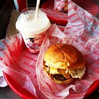 Photo prise au Good Stuff Eatery par Jonathan R. le5/30/2013