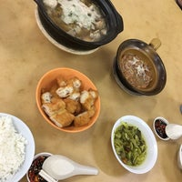 Photo taken at Restoran Soon Soon Heng Bak Kut Teh 顺顺兴肉骨茶 by Ivan S. on 10/24/2017