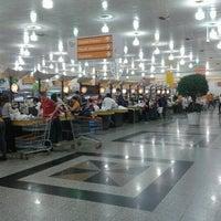 Foto tirada no(a) Giassi Supermercados por Cassio M. em 10/25/2012