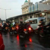 Photo taken at Halte TransJakarta Cawang Otista by masblu on 7/15/2013