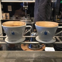 Foto scattata a Blue Bottle Coffee da Juno J. il 3/17/2015